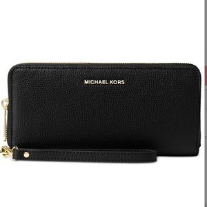 💕 MICHAEL KORS WRISTLET WITH RIFD PROTECTION 💕